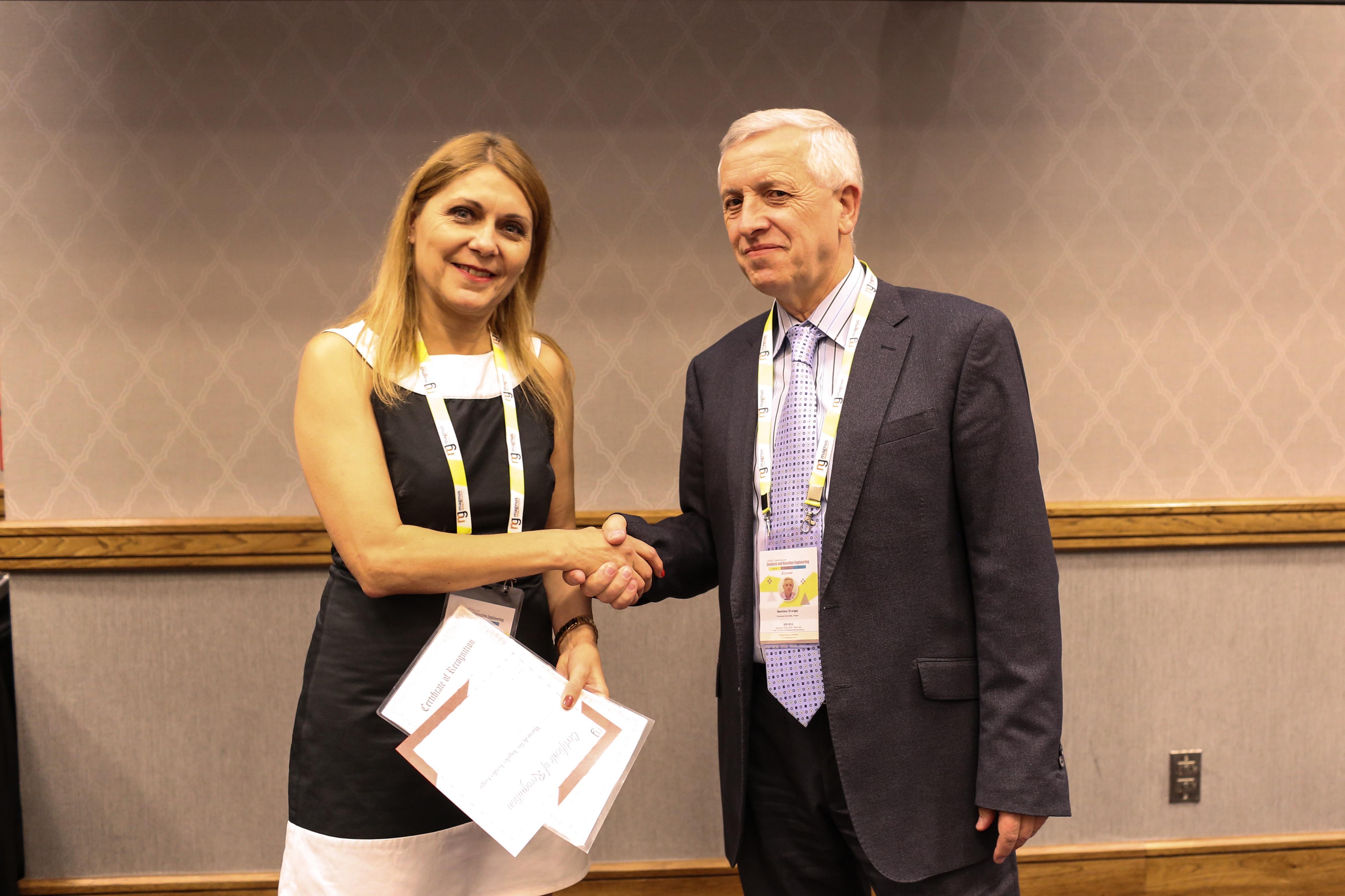 Maria de los Angeles Verdes Gago felicitated by Stanislaw Dzwigaj